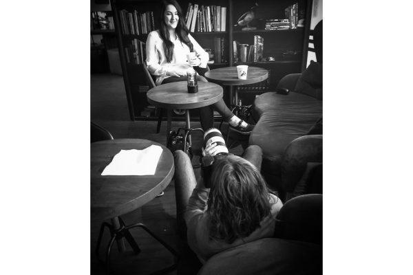 Making Of Autorin Mona Kasten Shooting