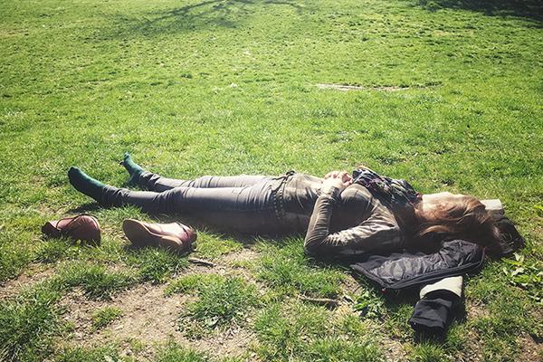 Nach vielen Kilometern und Fotos: Andrea Lang im New York Centralpark © Biskup