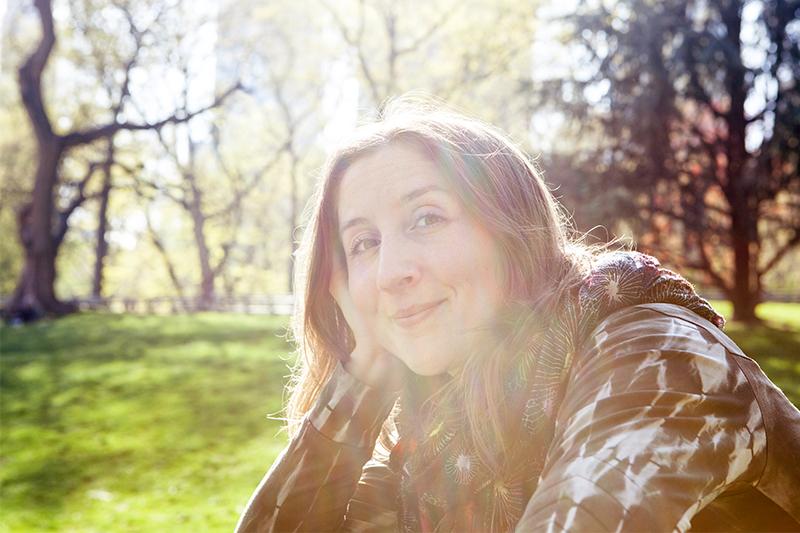 Portrait der Fotografin Andrea Lang im New York Centralpark © Biskup
